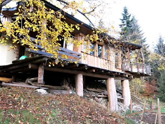 Dům na dřevěných sloupech