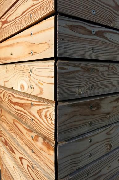 Roh dřevěné fasády